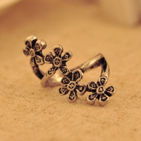 Women's Vintage Personalized Bold Fashion Flower Ring