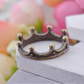 Old Fashioned Simple Crown Band Ring
