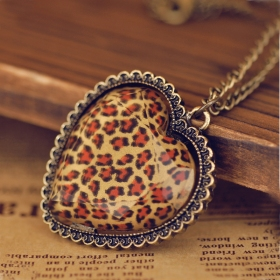 European Style Vintage Leopard Heart Pendant Necklace