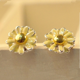 Simple Jewelry Little Daisy Elegant Ladies' Flower Stud Earrings