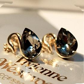 Lovely Crystal Swan Ladies' Sliver Chic Stud Earrings