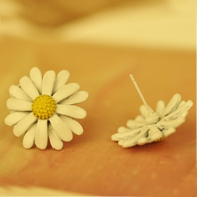 Fashion Sweet Little Daisy Stud Earring For Ladies