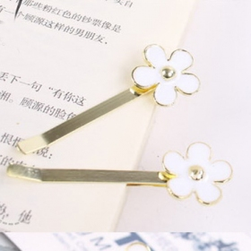 Golden Color Fashion Daisy Style Hair Clips
