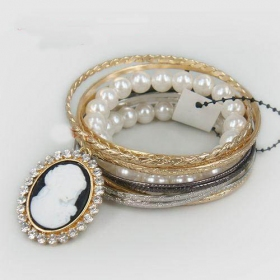 Unique Ladies' Fashion Link Bracelets with White Pearl