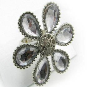 Anique Rhinestone Big Flower Ring