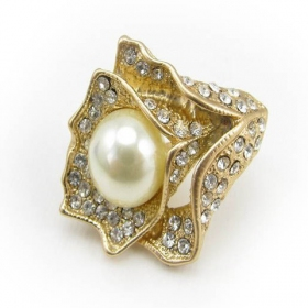 Fashionable Pave Rhinestone Pearl Rose Elegant Flower Ring