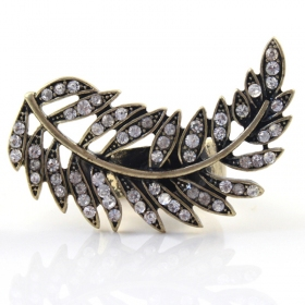 Exquisite Golden Leaf Diamond Cocktail Ring