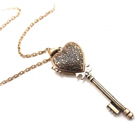 Old Fashioned Heart Key Long Chain Necklace