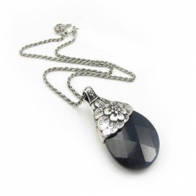 Simple Black Opal Pendant Chain Necklace