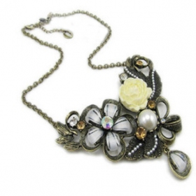 Antique Rhinestone Flower Elegant Rose Chain Necklace