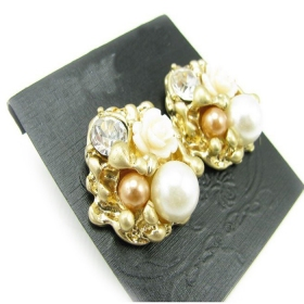 Fashion Flower Shape Stud Earrings with Pearl