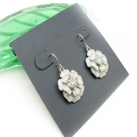 Fashion White Flower Dangle Earrings